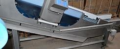 Drevet transportbånd med metaldetector, fødevareindustri / Dreven transportband med metalldetector, livsmedelsindustri