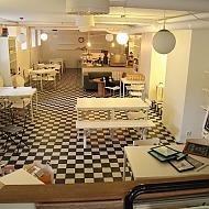 Cafebord 12 st med 40 st stolar