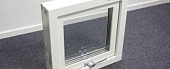 2 st fönster med karm samt modul