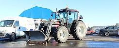 Traktor Valtra A75-4 -04 med plog och sandspridare